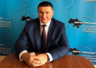 Устали от вымогательства: предприниматели Ровенщины просят Зеленского уволить главу местного госгеокадастра Мигаля